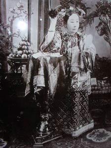 北京 慈禧/据闻,慈禧太后在其嗜好中,有一项是喜嗜水烟,在故宫的博物...