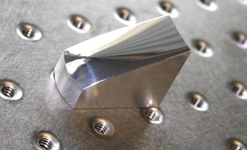 """6,圆柱镜   像这种镜面圆柱被用于名为""""歪像画法""""的绘画技术中"""