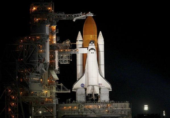 """美国""""发现""""号航天飞机准备与国际空间"""