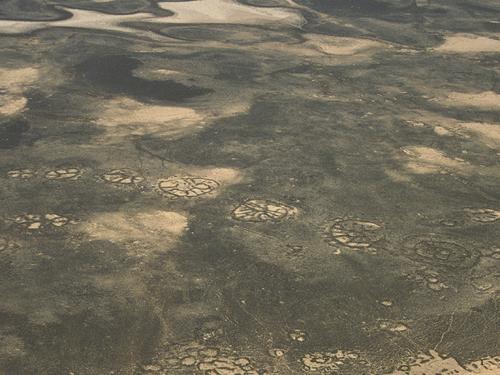 """在阿拉伯半岛发现的""""石轮子""""直径在20至70"""