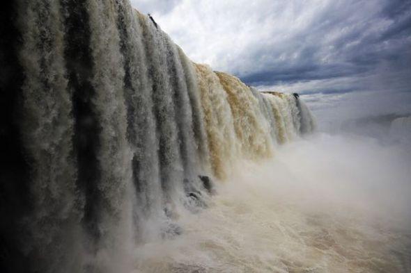 壁纸 风景 旅游 瀑布 山水 桌面 590_393