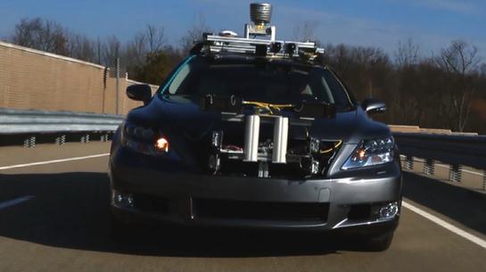 丰田自动驾驶汽车问世 能使车祸几率最小化