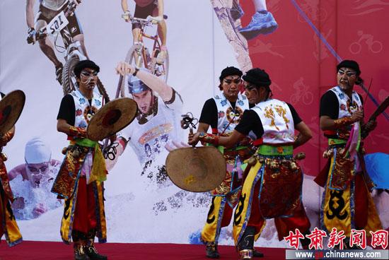 临夏回族自治州歌舞团-临夏展现多彩民俗舞蹈