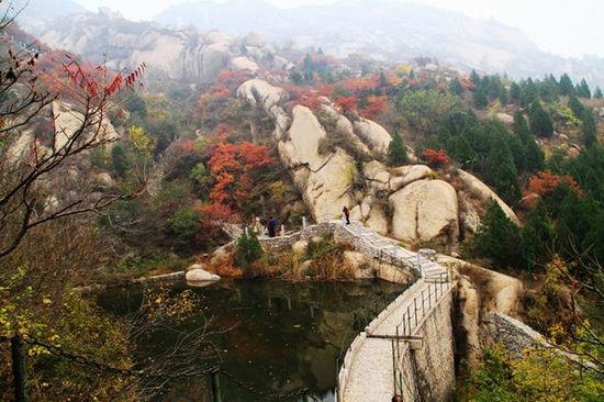 凤凰山,海拔358米,为百花山支脉,同属太行山系.