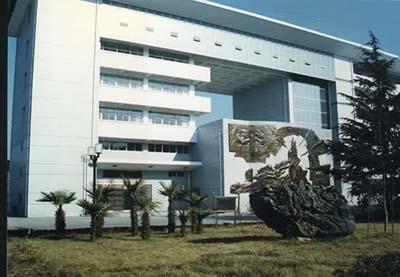 2004年3月被省教育厅为首确认批四星级高中.天主教阿灵顿高中图片