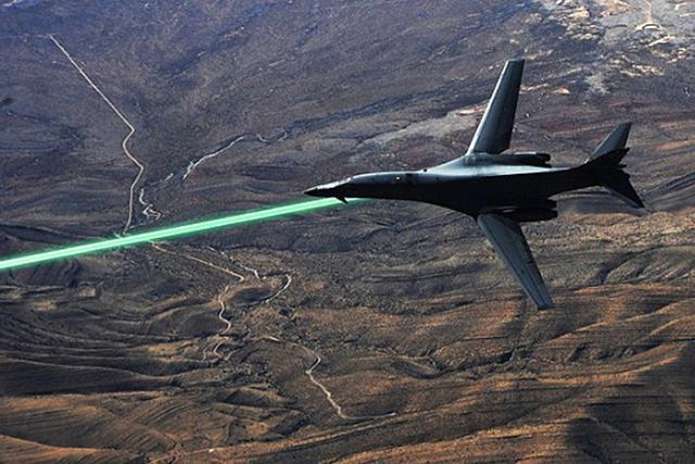 飞机上,届时可以像星球大战中的激光武器交战那样